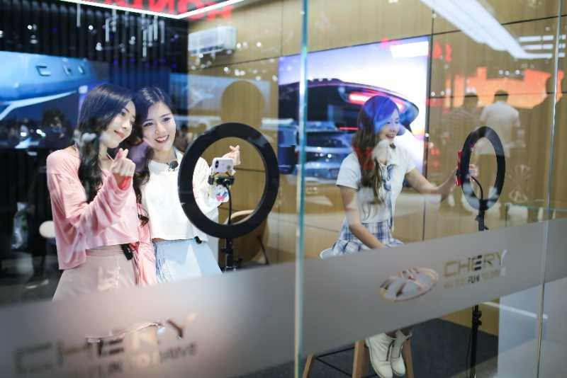 Auto China 2020: Chery's Booth Attracts Flocks of Visitors